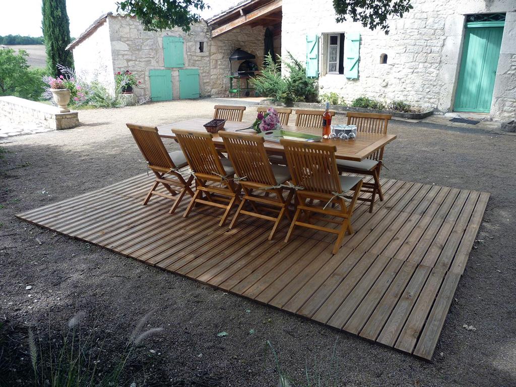 puech –  gite de france – terrasse ombragée