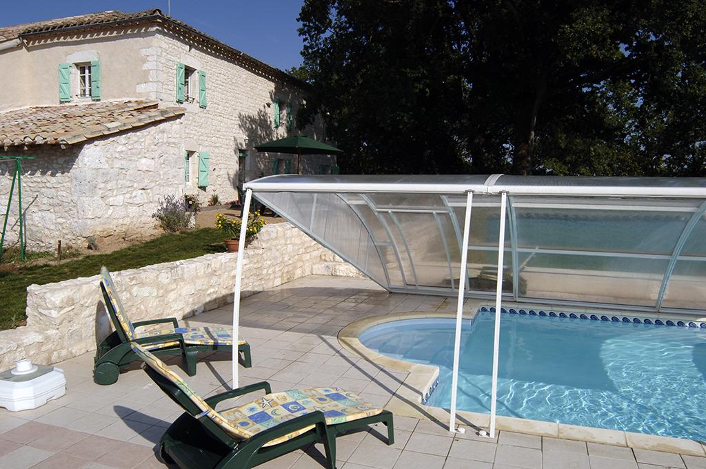 puech –  gite de france – piscine et coque