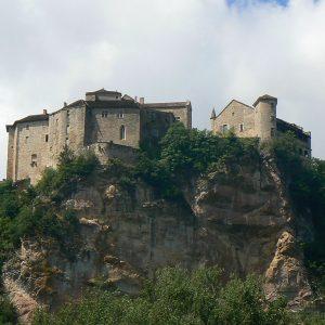 Bruniquel et son château surplombant la vallée de la vère et les gorges de l'Aveyron
