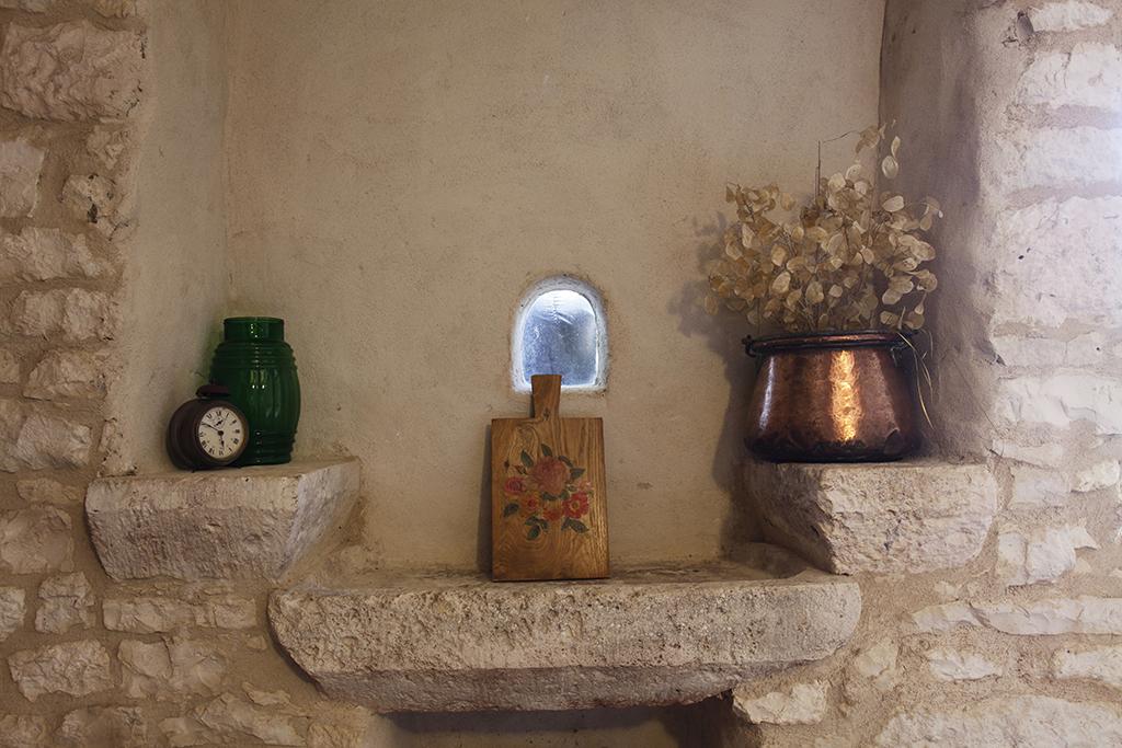 puech –  gite de france – évier en pierre
