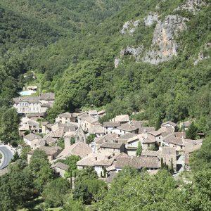 Point de vue sur village de Larroque
