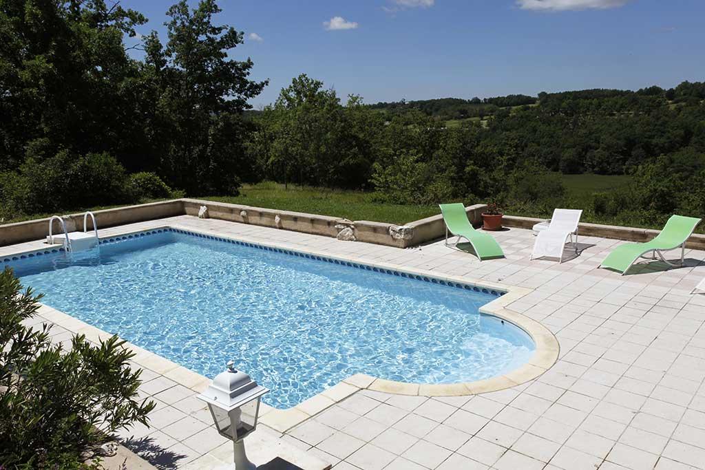 puech –  gite de france – piscine et vue